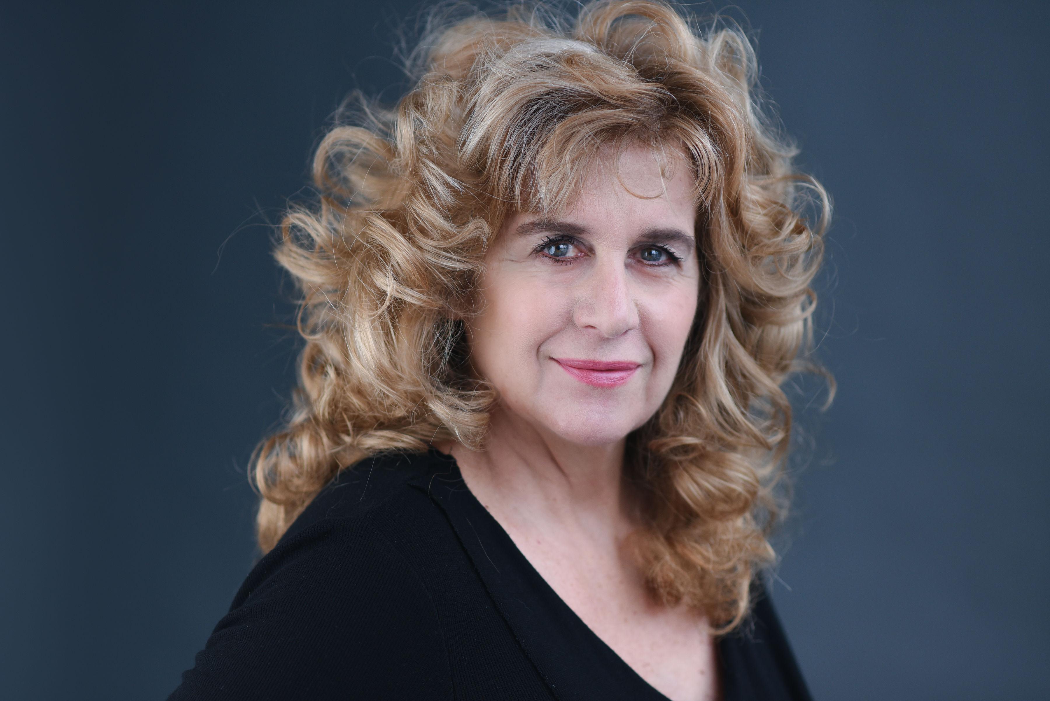 headshot of Linda Yalen